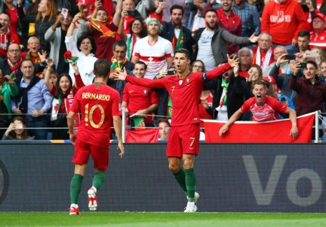 رونالدو يقود البرتغال إلى نهائي دوري الأمم بهاتريك في مرمى سويسرا 25