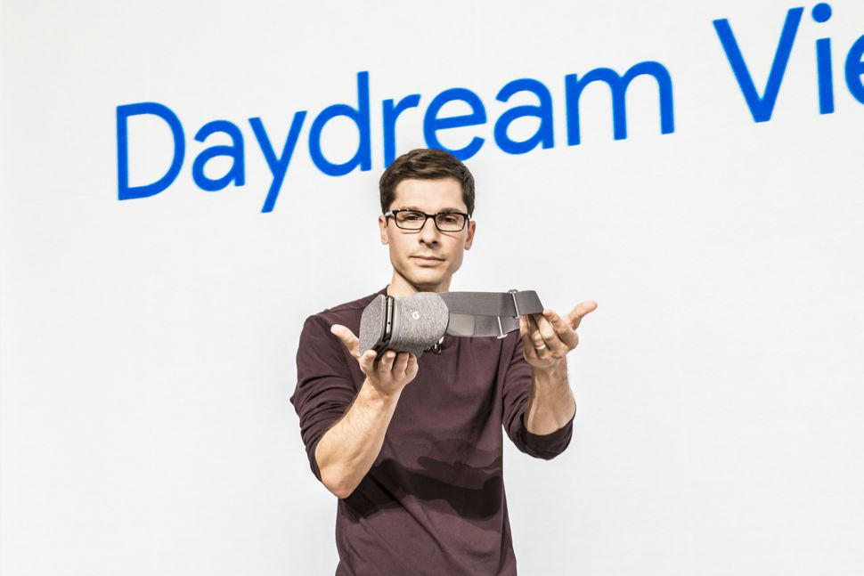 Google's #Daydream #VR is coming to Samsung's #GalaxyS8 and #S8Plus  #io17
