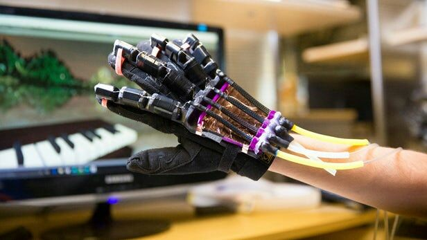 Muscle-equipped gloves give #VR users a sense of touch