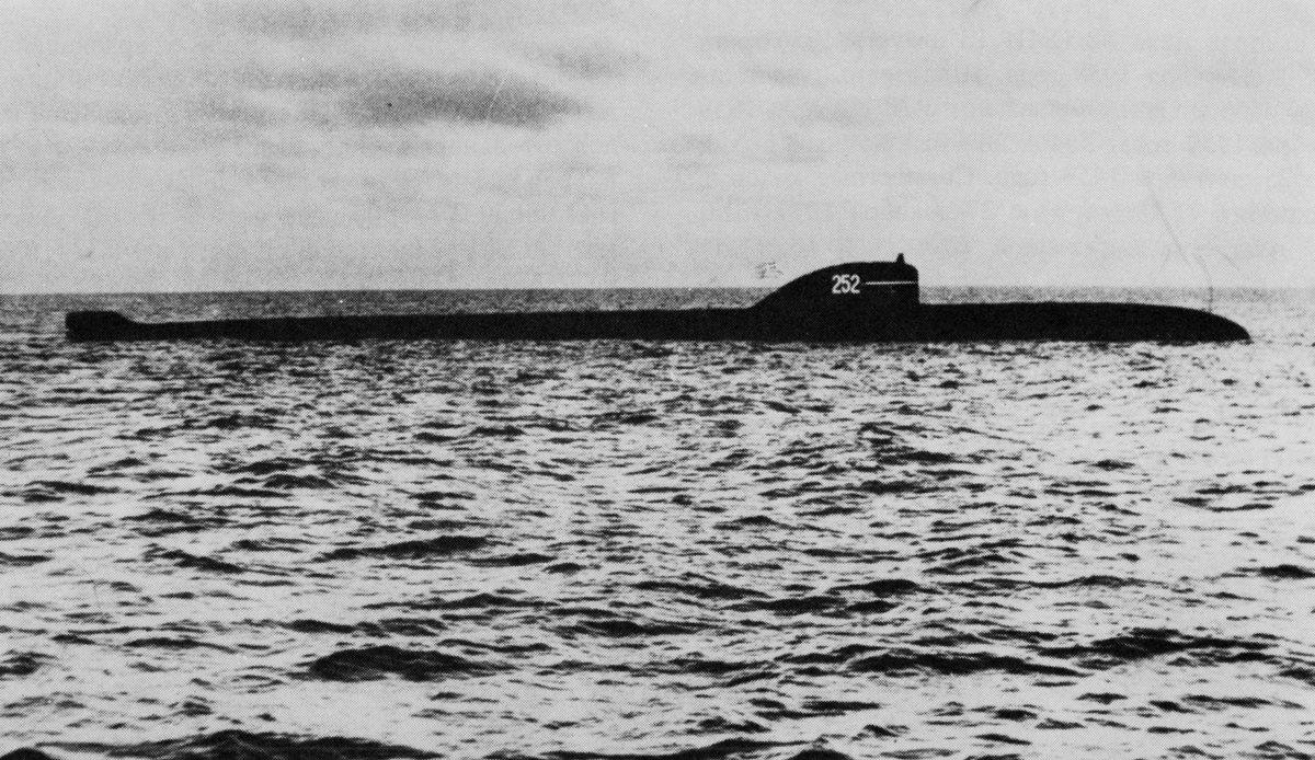 test ツイッターメディア - ノヴェンバー型原子力潜水艦(627型潜水艦)/ロシア/原子力潜水艦 ソ連初の原子力潜水艦。それ故によく故障しまくった 特に原子炉は度々放射能漏れを起こしたので、時々放射能汚染された原子炉や冷却水を海に捨ててた 自然こわれる https://t.co/xUWdLX3AsK