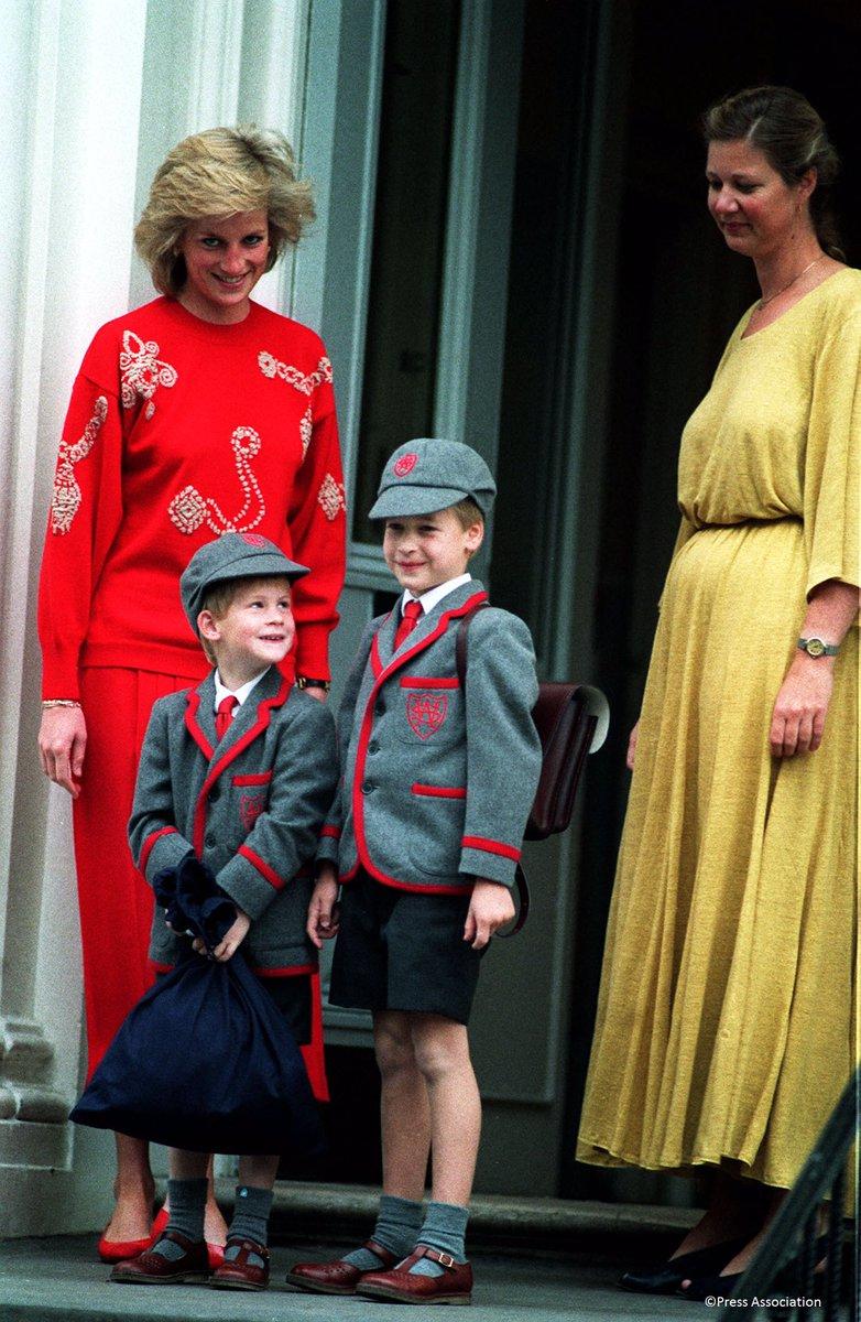 DJGq2g9XgAAIXF4 - 英国ジョージ王子の初登校姿が可愛すぎ!驚く学費は?