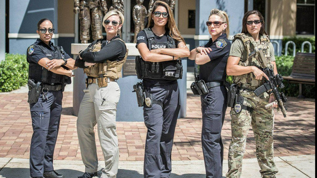Women get in on the 'hot cop challenge' following Hurricane Irma