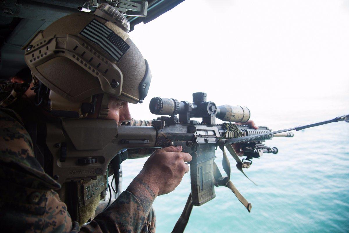 test ツイッターメディア - 2017年8月20日、ノースカロライナ州キャンプデイビスにてVBSS(船舶臨検)訓練の一貫としてヘリ上からの狙撃支援をしている隊員。7.62mm用の窓付きPMAGを使用している点が興味深い。 https://t.co/KaDEI8sGGU