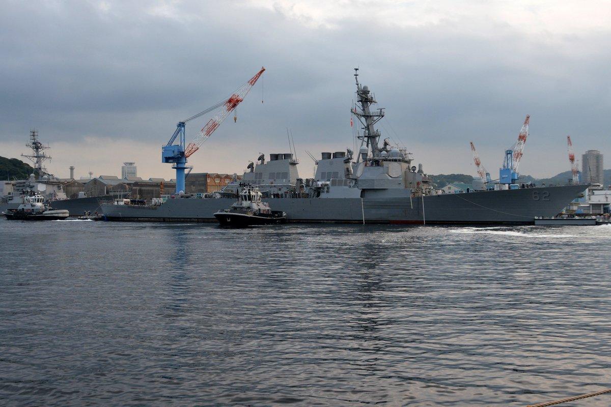 test ツイッターメディア - アメリカ本国で修理を受ける予定の駆逐艦フィッツジェラルドは、重量物運搬船による移送準備のためにドライドックを離れ、埠頭へと移動しました。外観がだいぶきれいになっています。 https://t.co/kQPLrbYmdG https://t.co/YlTQIJhOxE