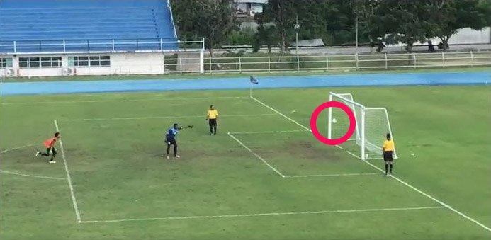 test ツイッターメディア - すげえええええ!  タイの高校サッカーで驚異のミラクルシュート誕生 勝利を確信したキーパーが天国から地獄へ https://t.co/pDz63RSAo8 @itm_nlab https://t.co/IcYOyN1QmK