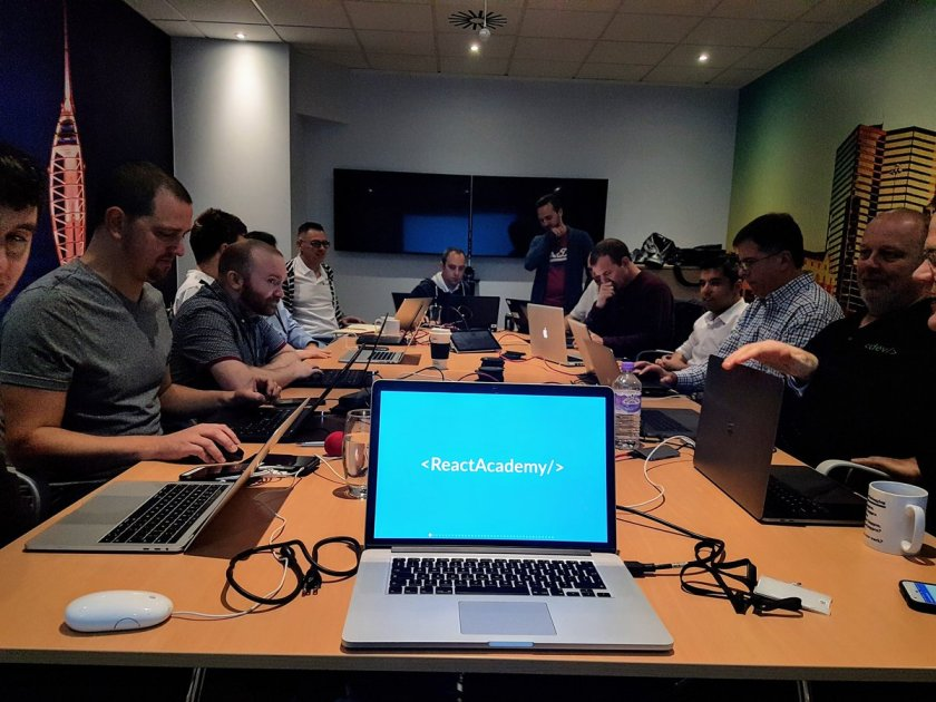 Kicking off the first day of a full-week  React Native training for @LexisNexisUK 👌🎉