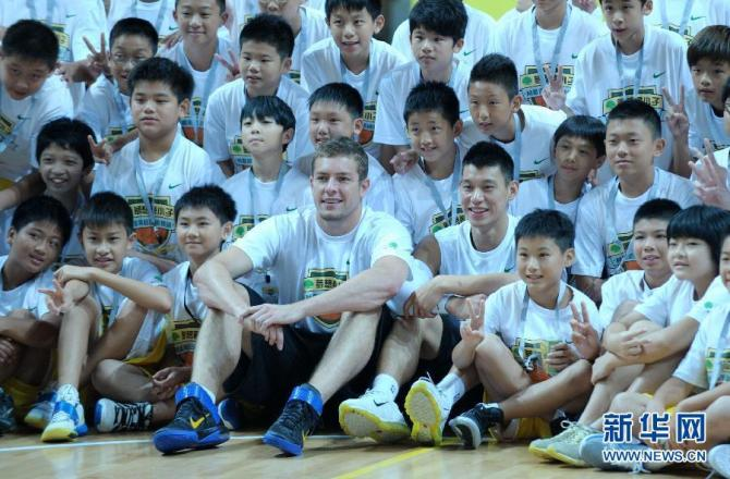 """""""@JLin7: Thanks for being my vet my rookie year!! One of my best teammates ever even though you trolled me the whole year lol congrats on the career bro!"""" @Dlee042 Congrats on a great career D Lee!! https://t.co/R5z8dPlV8e"""
