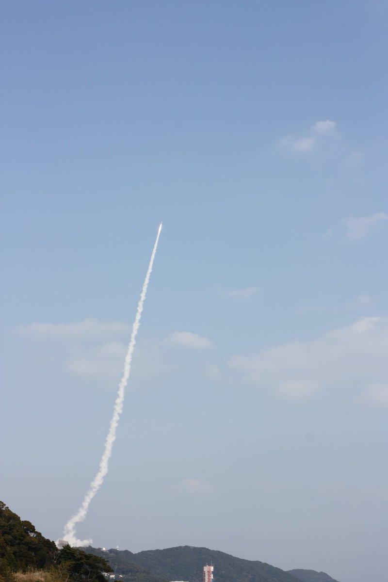 test ツイッターメディア - 2月3日(土)14時03分、内之浦宇宙観測所からSS-520 5号機による超小型衛星打ち上げの実証実験が行われました。SS-520 5号機は計画通り飛行し、実験実施後約7分30秒に超小型衛星TRICOM-1R(トリコム・ワンアール)を分離、軌道投入に成功しました。 https://t.co/VPWI5AxHOv