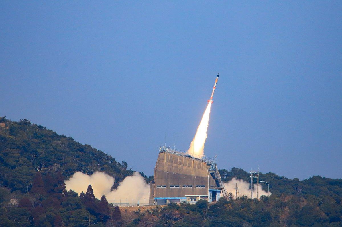 test ツイッターメディア - 本日14時03分に内之浦宇宙観測所から行われた、SS-520 5号機による超小型衛星打ち上げの実証実験の様子を別アングルから撮影しました。軌道投入に成功した超小型衛星「TRICOM-1R」の愛称は「たすき」に決定しました。 https://t.co/UoVKEfJqOK