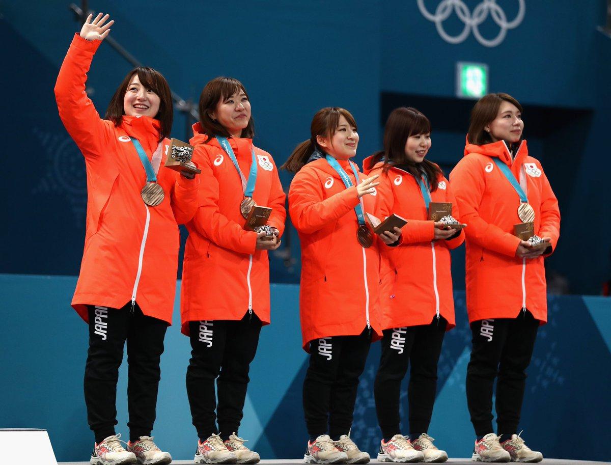 test ツイッターメディア - #カーリング 女子のメダル授賞式が行われました????????????????授賞式でも涙を見せた日本代表の皆さん????????銀メダルの韓国代表の #メガネ先輩 の笑顔も見られました????????金メダルは、スウェーデン代表????????????改めて、皆さんおめでとうございます????#PyeongChang2018 #olympics https://t.co/Dcov888tWa