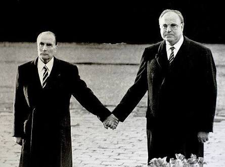 test ツイッターメディア - 元ドイツ首相のコールと元フランス大統領のミッテランの手繋ぎ写真がどこかKinKiみを感じるって話したっけ?あの2人ならもっと距離近いだろうけど https://t.co/SWQxNmbCDz