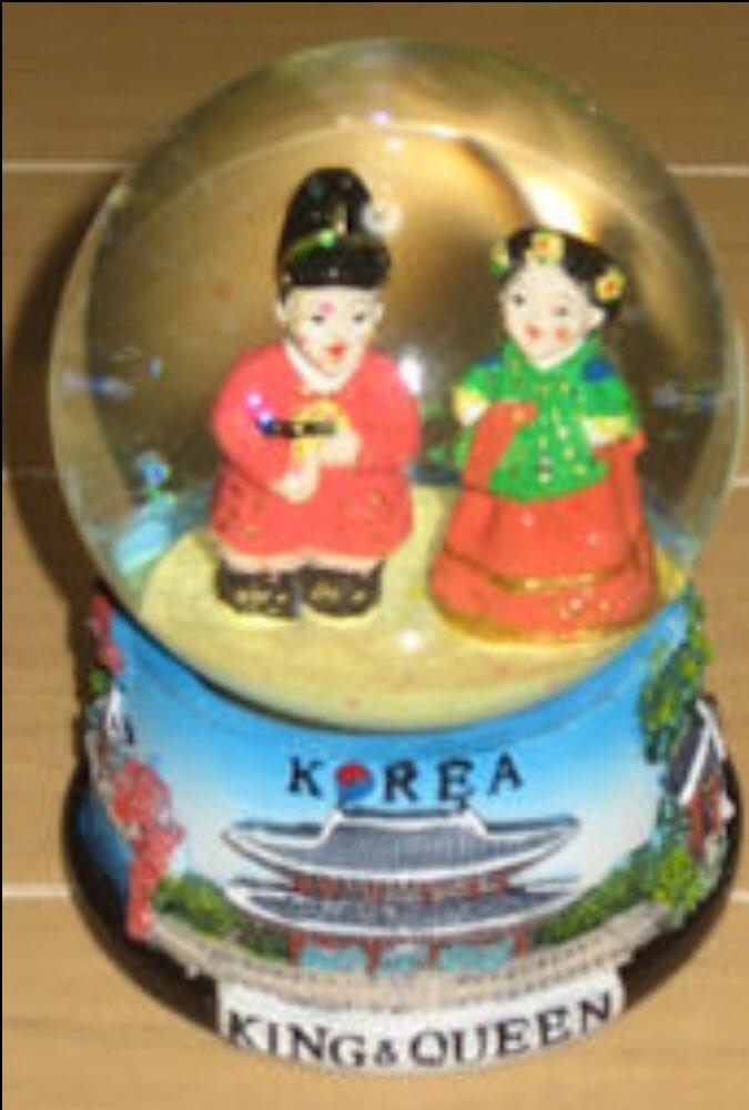 test ツイッターメディア - はっ。しまった!! 金浦空港でスノードーム見るの忘れてた💦 平昌グッズのことばっかり考えてた! 空港でやる事あり過ぎて時間なかったから💧せっかく自分で行ったのに。メモっとけばよかった(><) ゲート中のお土産屋には寄ったけどあったかなぁ。韓国の人形2体のスノードーム。誰か行かんかな… https://t.co/ErHpEj5m8h
