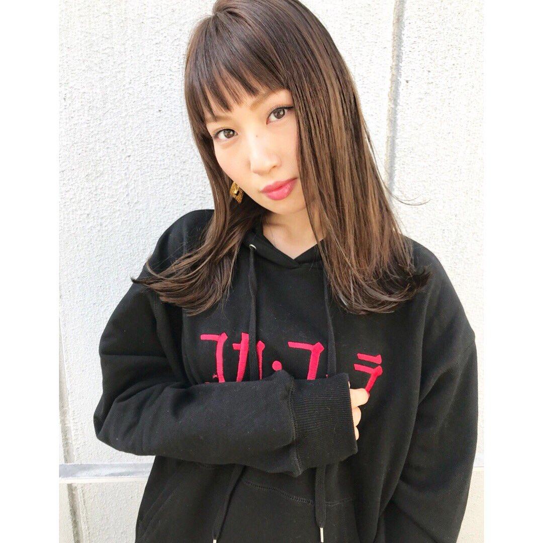test ツイッターメディア - カットカラーに♡前髪の幅をグイッと増やして切りっぱなし風に〜モードっぽいけど春に向けた仕上がりでめちゃお気に入り。カラーも前回より明るくしてもらいました。テーマはコカコーラの主張に負けない感じ🤑笑バッサリいきたくなったけど我慢。まだ伸ばすぞ。#積さん#album #渋谷 https://t.co/fihASHG7ae