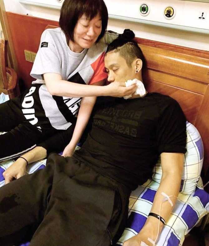 Jeremy @JLin7 (IG):#tbt to when I fainted from illness and as always, MaMa had my back. S/o to all the strong mothers out there! 謝謝媽媽每次照顧我 #teamshirshir #foreverindebt #mamasboy https://t.co/g89G1YHePn