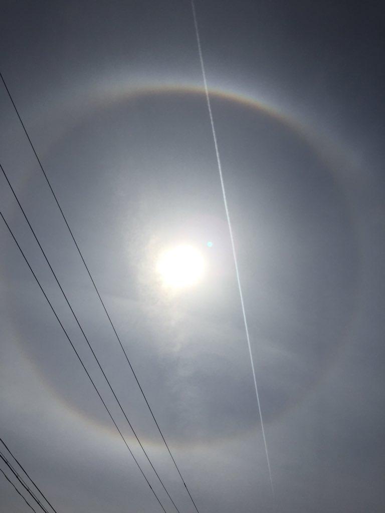 test ツイッターメディア - 写真では見にくいが 昨日見た 太陽の周りに虹が🌈 長い時間こんなでした。まっすぐにのびる長い雲とか 変な雲あったし地震とかじゃなければよいなぁ。 https://t.co/SYEavOLn6x