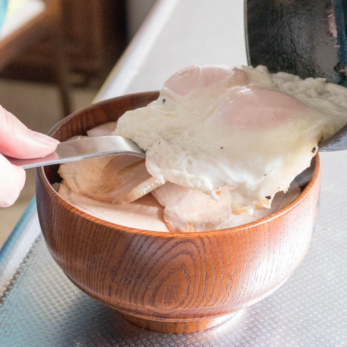 test ツイッターメディア - 当店のチャーシューを使った、愛媛県のB級グルメ「焼豚玉子飯」風の丼レシピをご紹介します。 とろとろの半熟卵と甘辛いタレでご飯が止まらないボリューム満点です。 https://t.co/sfVNNqTSMH https://t.co/N0VwlQjYlq