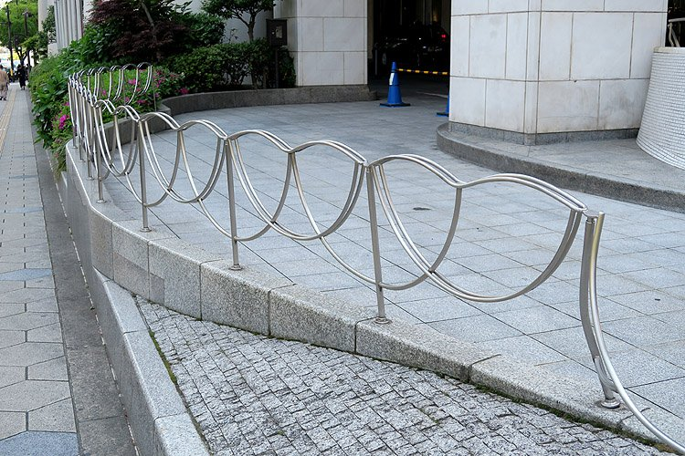 test ツイッターメディア - TLに流れてきたのでご紹介。 「都ホテル大阪(現:シェラトン都ホテル大阪)」。 設計は村野藤吾。1985年竣工。村野作品見たくて泊まりました。素材の活かし方や曲線が村野らしさをよく表しています。 隣の近鉄上本町ターミナルビルも村野です。柵や手すりも村野デザインです。2016年5月撮影。 https://t.co/HFgvzLljBA