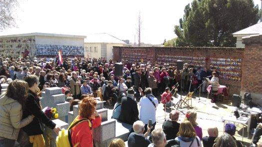 test Twitter Media - El homenaje anual a las víctimas del franquismo en Madrid, con asistencia como nunca en un día espléndido @apces @FMemoriaMadrid @FMemoriaSegovia @encuentrmemoria @IUMemoria @PodemosMemoria @podemosmad @AhoraMadrid @GanemosMadrid @PSOEMadridAyto https://t.co/re07cVRfH6