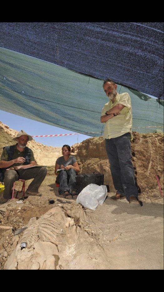 test Twitter Media - El doctor Luis Montes era miembro de la asociación; su lucha por una vida digna y por una muerte digna se cruzó en nuestro camino. Visitó una fosa en Milagros (Burgos). https://t.co/sWw8o7aBEf