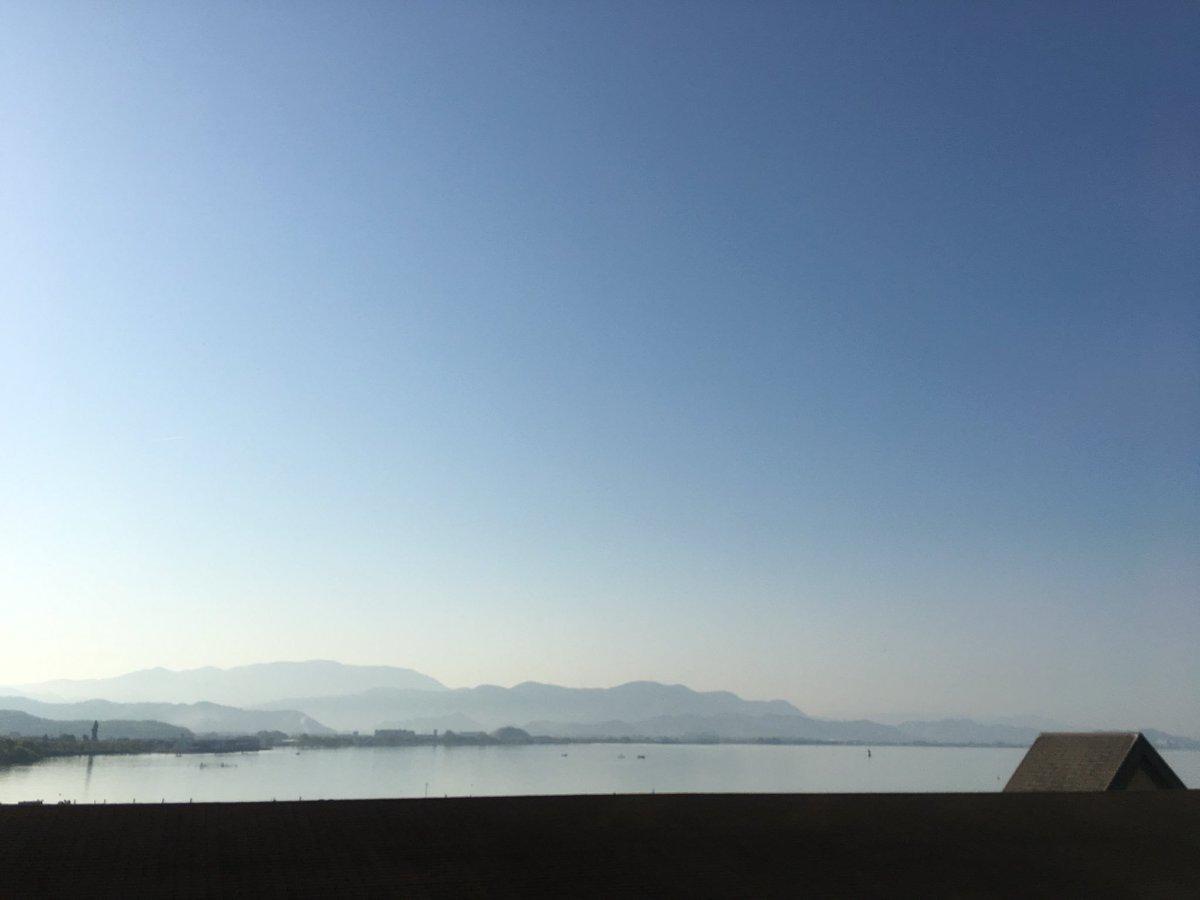 test ツイッターメディア - おはようございますゼア。琵琶湖畔のホテルより、#杏果と繋がる今日の空 をお届けします。桃色つるべは強烈な眠気に耐えきれず寝てしまいましたが、おかげで寝覚めはスッキリです。これからモンスターモーニングを食べに行ってきますwww 今日も一日頑張りマツコゼア。 #ももクロ春2018 https://t.co/XJfRwEC2vg