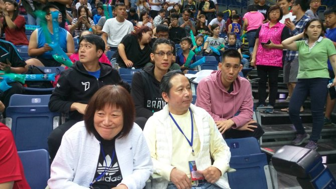 Jeremy Lin & family made secret visit to Taiwan and attended #SBL Championships G1 to support Joseph Lin of #FubonBraves