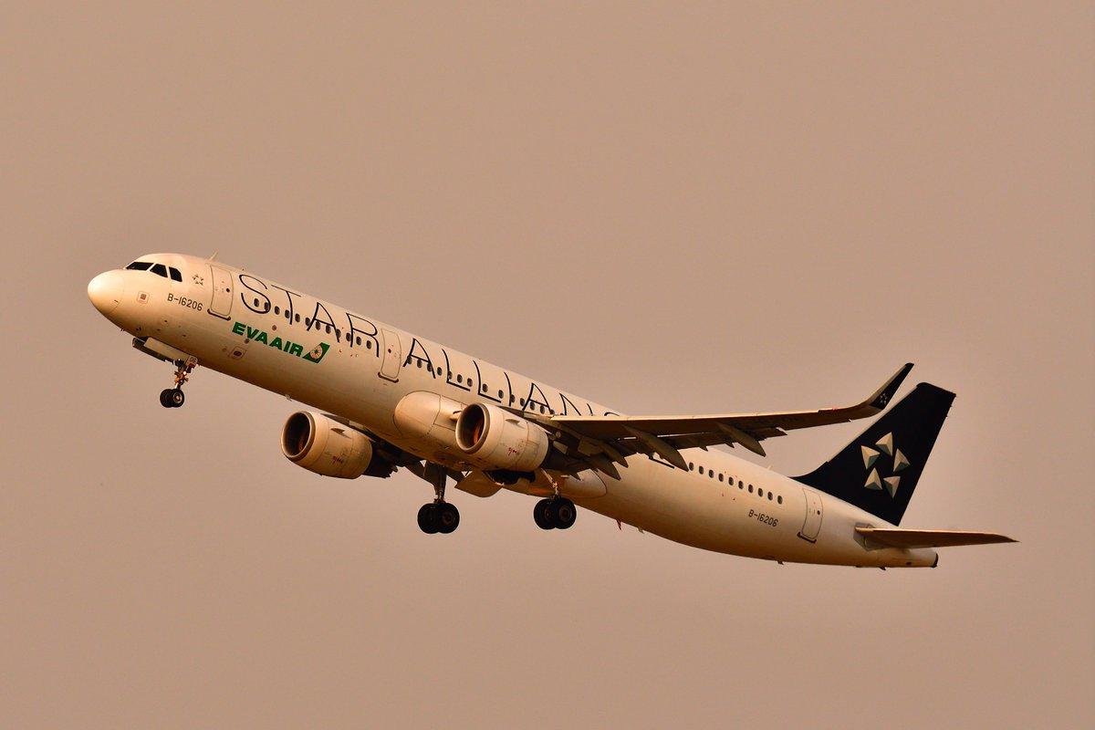 test ツイッターメディア - 折り返しの便はまだ黄昏の時間ではないが、RAW現像時に晴天日陰にし、夕方をイメージしてみた。 南に向けて旋回する場面が撮れた。 #EVA #evaairwaysjapan #台湾 #チャーター便 #台北 #秋田空港 https://t.co/NM0aDTMS0A