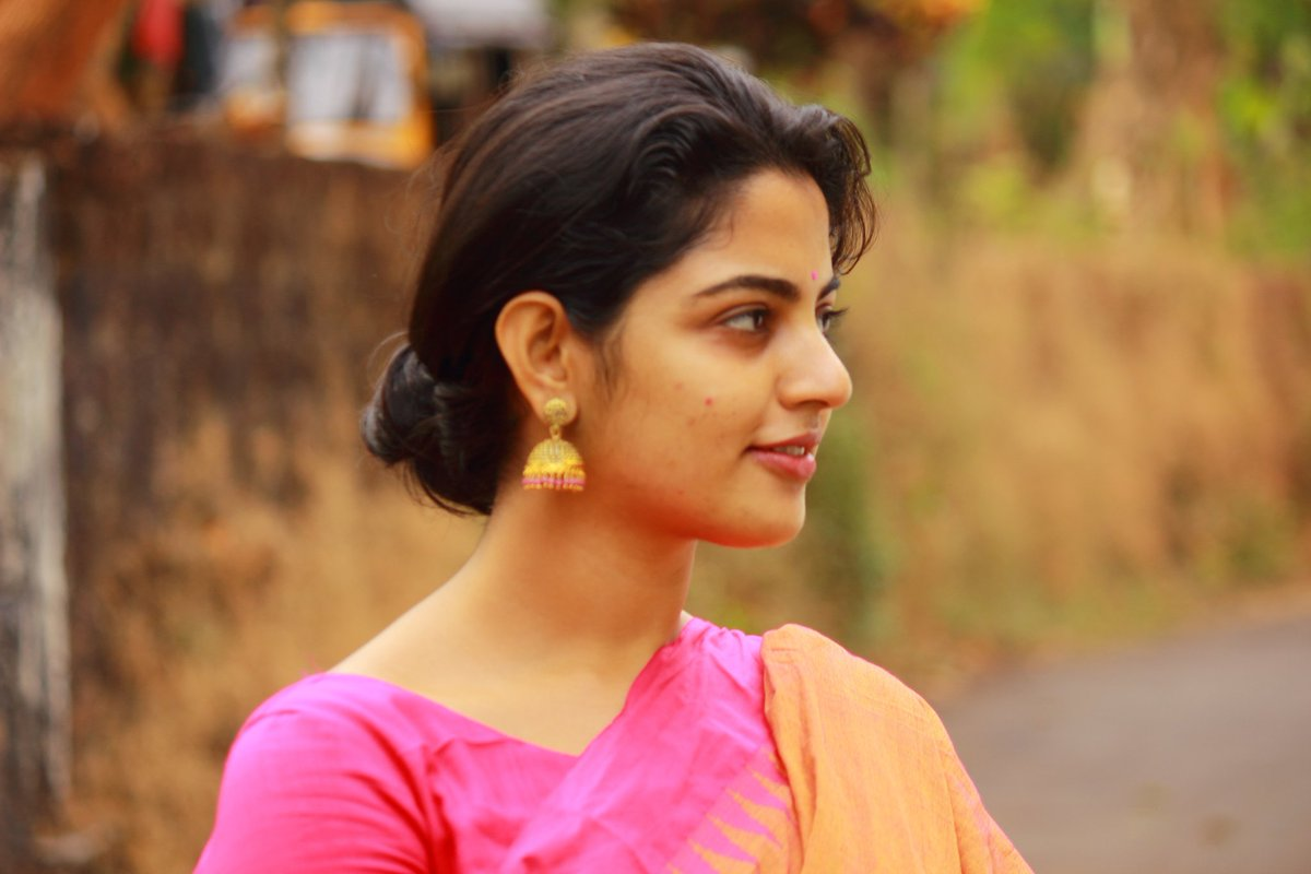 Nikhila Vimal Speaks Of Her Experiences With Karthi