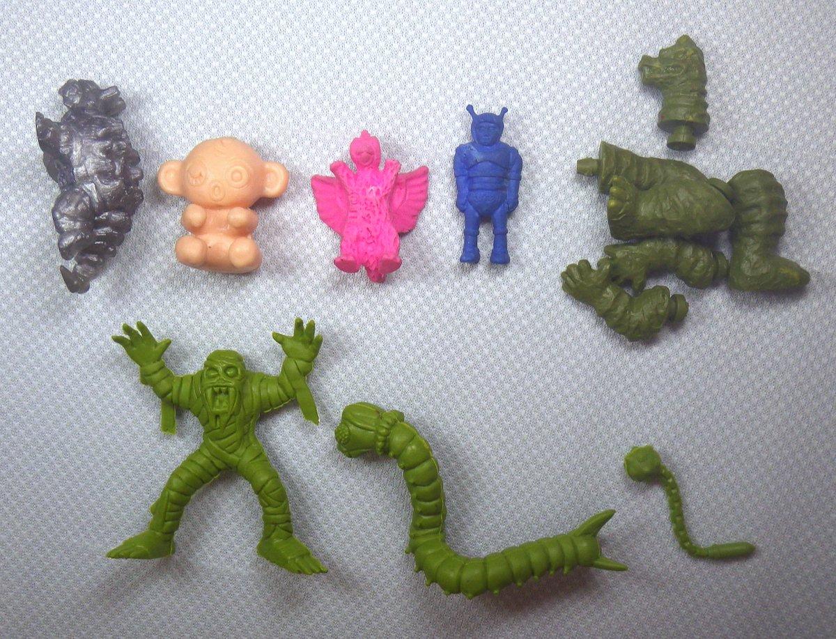 test ツイッターメディア - 上段左からボルカドン@グリッドマン、だっこちゃんことウィンキー、大巨獣ガッパ(たぶん)、マグマ大使(たぶん)、胴体だけないレッドキング。 下段の緑成型は90年代のファンタジーぽいシリーズ物だった記憶がおぼろげに…なんだっけ #詳細希望(毎度) https://t.co/naRlK0LwM4