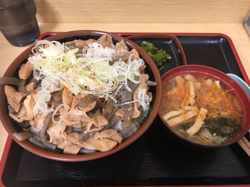 test ツイッターメディア - 東名高速港北Pの港北食堂で晩御飯。 もつ煮丼。ご飯大盛り無料! https://t.co/19tCAhnBOO