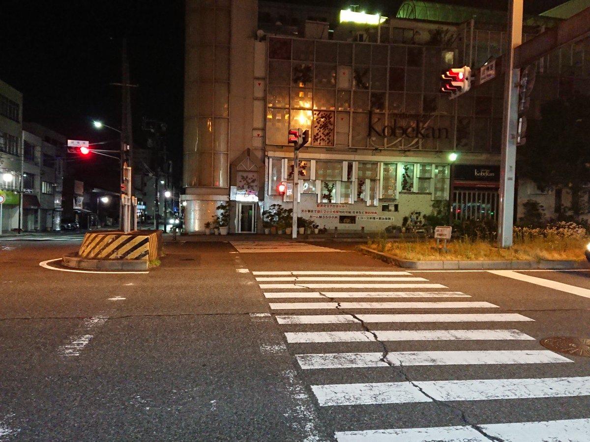 test ツイッターメディア - 横断歩道のこの部分を使ってUターンするプリウスを見て名古屋を感じてる https://t.co/S4L576YxHh