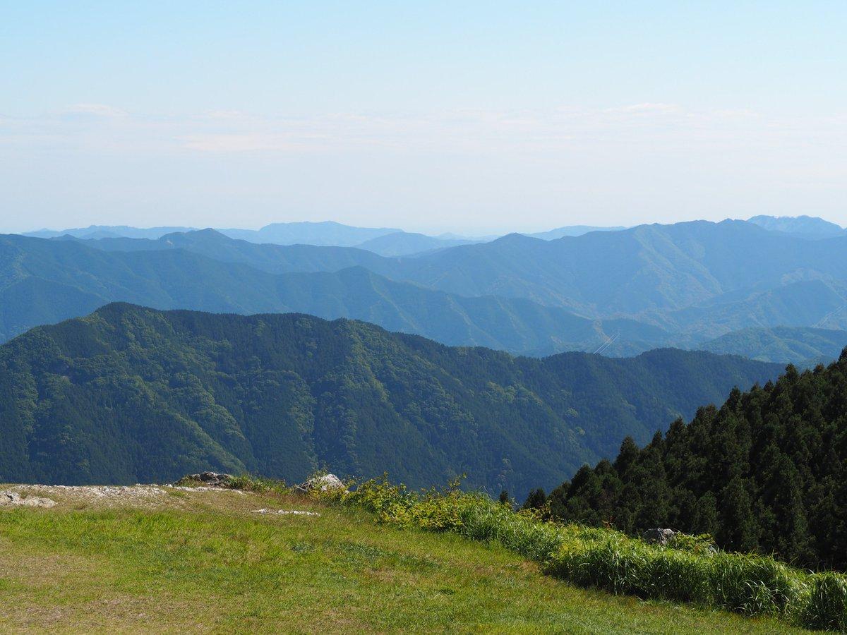 test ツイッターメディア - 生石高原 読み方はおいし高原 標高870mのススキに包まれた高原 初見の感想は「windowsやん…」 山頂は360°の大展望で紀伊半島の山々や和歌山市、有田市、紀伊水道を一望できる超絶景スポット 国道480号から県道180号、184号を案内されたが迷いやすく道も狭く苔が生えてる酷道で正直怖かったぞ… https://t.co/6nVRISEoyr
