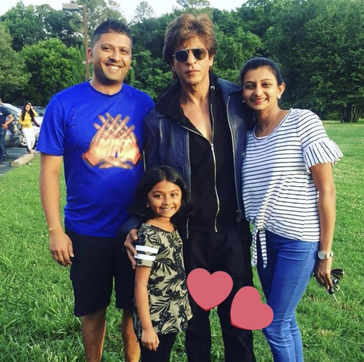 Image result for SRK in Alabama with a FAmily. All smiles with their favourite star!