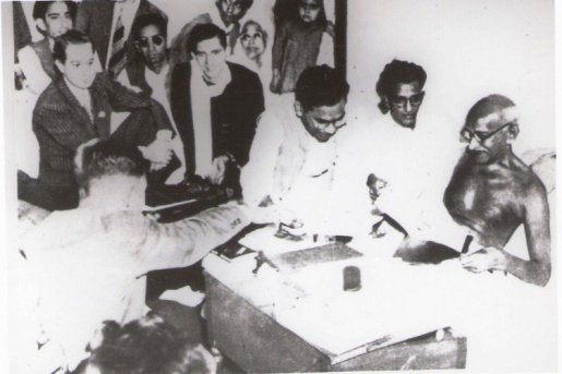 "indianhistorypics on Twitter: ""1940s :: Ram Manohar Lohia Showing ..."