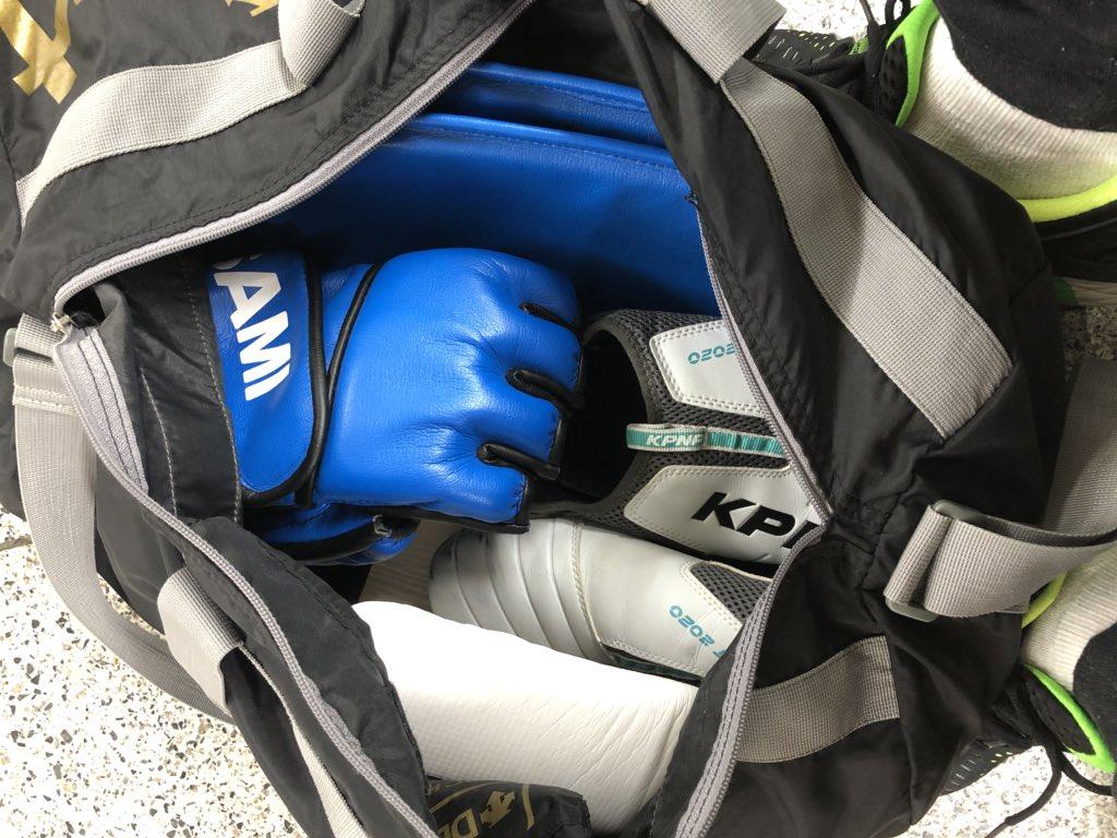 test ツイッターメディア - 一昨日テコンドーの練習に行く時に山手線の網棚に置き忘れたバッグ。昨日見つからず、今日発見。京王線のトイレにあったそうな。誰か持って行って物色してトイレに置いていったのだろう。開けた時の残念な顔が浮かぶ。(笑) https://t.co/AvFVjVb8fU