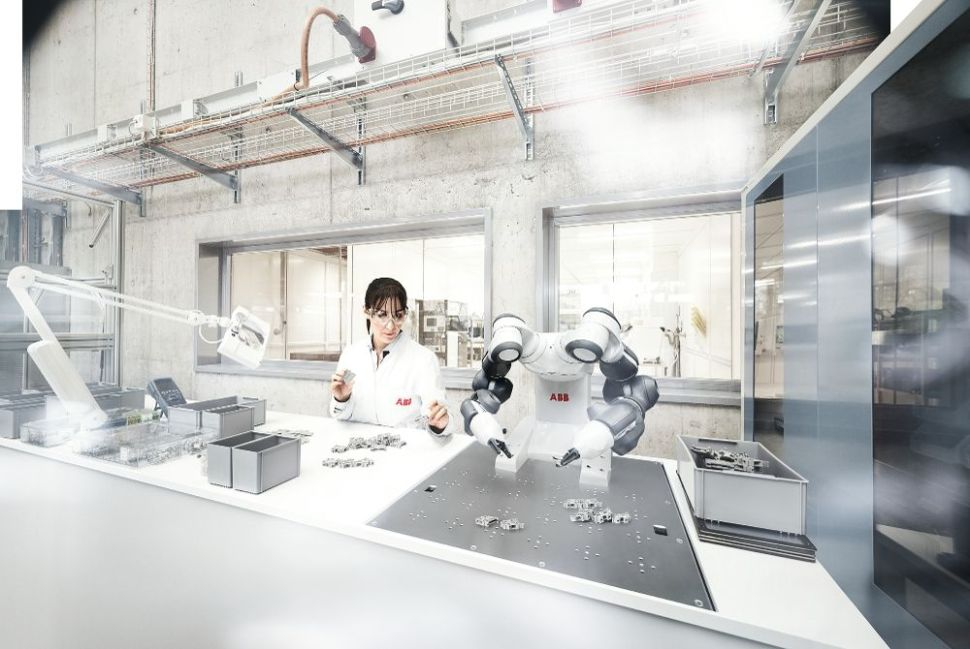 test Twitter Media - The world's first common interface for collaborative #robots, introduced by ABB and Kawasaki today, will accelerate the already rapid growth in #cobots. More: https://t.co/5OhEDpsNav https://t.co/lhjJneZ8Pq