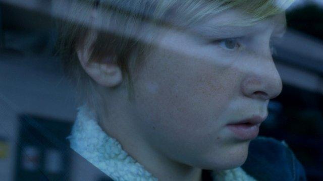 test ツイッターメディア - レビューや紹介記事なんかでよく目にしていたこの場面、子供の横顔と車を運転する父親の気配だけなのにものすごく緊張した(緊張が伝わってくる)。この息子役の少年、これが映画初出演みたいなのだけど、とても良かったです。>『COSTODY/カストディ』 https://t.co/3LV3t4WNYs