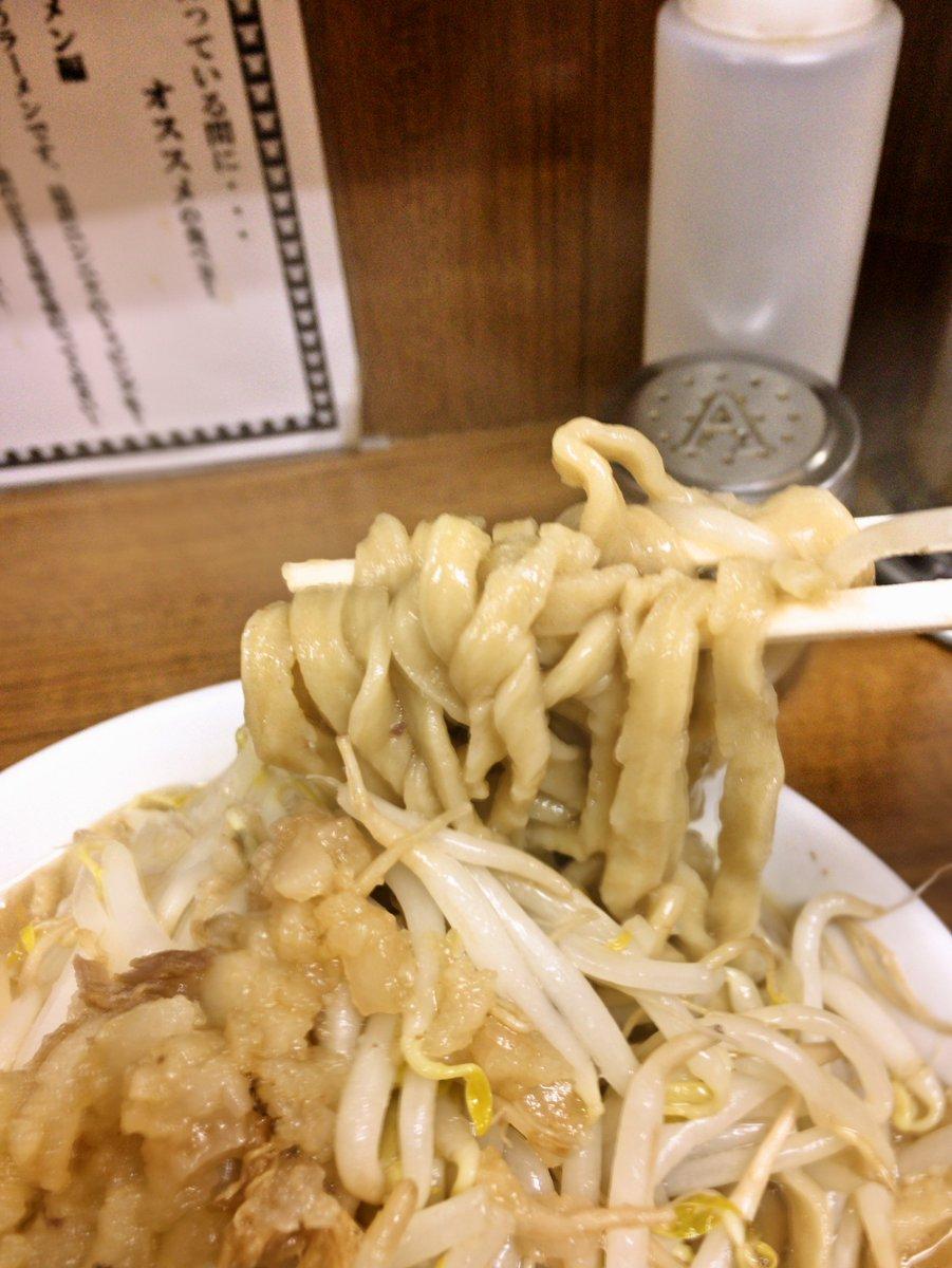 test ツイッターメディア - さいたま市「ラーメンの店 どでん」ラーメン少730円ゆで卵50円にんにくあぶら。超捻転麺!富士丸よりやや歯応えありか。今話題の蘭州拉麺は何種も麺が食べれるそうだが中国四千年でもこの麺はできないだろ!→いやここは製麺機だ。又桐龍同様らしさを残しつつホスピタリティ万全、そりゃファン増えるわ https://t.co/Kz0w5qThIs