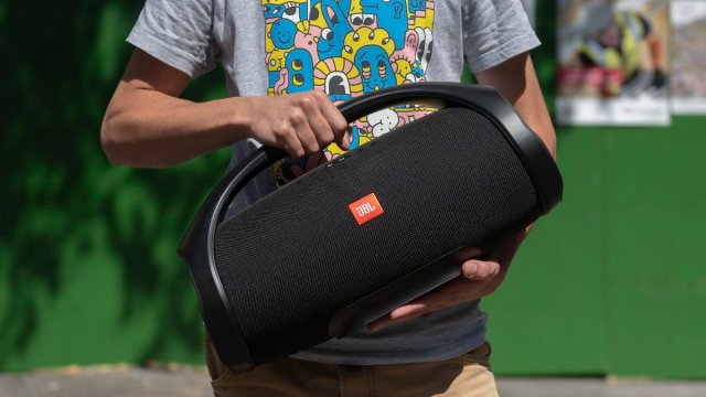 JBL Boombox review: A thunderous outdoor Bluetooth #speaker with stupendous...