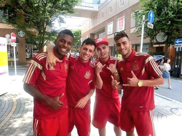 test ツイッターメディア - 明後日から、静岡の夏のお楽しみ⚽SBS国際ユースサッカー開幕!  毎年参加のU-18日本代表、静岡ユースの他に 今年はU-18オーストラリア代表、U-18パラグアイ代表が参戦!  写真は2~3年前 街で会ったU-18スペイン代表メンバー⚽ https://t.co/qbW4mjmlRv