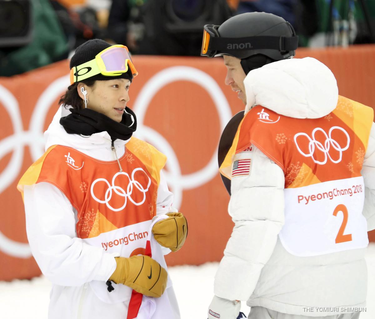 test ツイッターメディア - 【スノーボード】男子ハーフパイプ決勝、金メダルのショーン・ホワイトと言葉を交わす、銀メダルの #平野歩夢 。 #平昌オリンピック #オリンピック #スノーボード #ハーフパイプ https://t.co/OwU50XnXXy