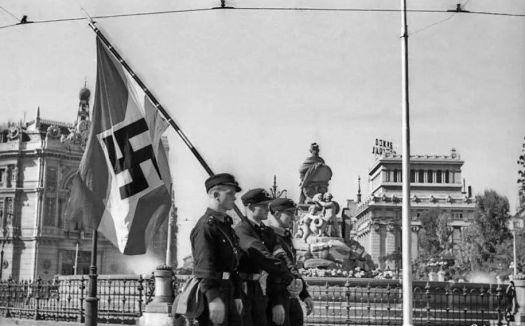 test Twitter Media - En la exposición de Auschwitz en Madrid bastante información sobre Heinrich Himmler y nada de sus viajes a España y sus estrechos vínculos con el franquismo. https://t.co/e3sSmAbUVW