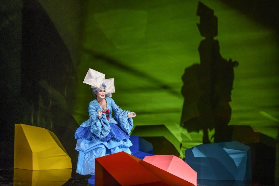 """test Twitter Media - Mozarts """"Così fan tutte"""", inszeniert von Herbert Fritsch, wird in dieser Spielzeit nur noch dreimal zu erleben sein! -> https://t.co/2Umf0MDT8c https://t.co/Qz5n8aElOq"""