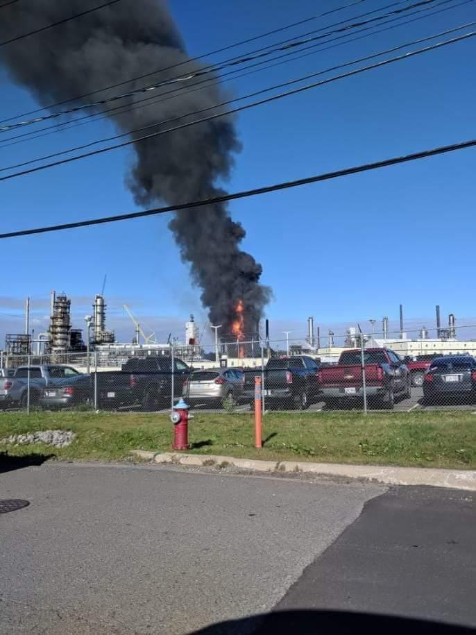 Explosão e incêndio atingem refinaria no Canadá