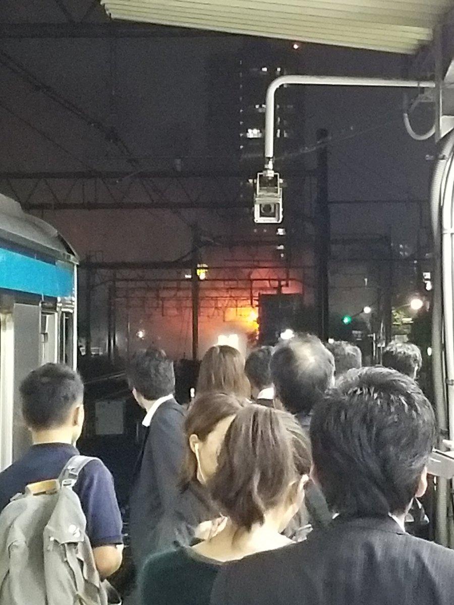 大森駅付近で火災が起きている現場の画像