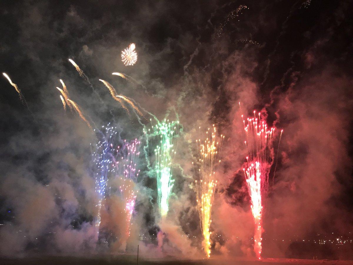 test ツイッターメディア - 何日も前のことだけど、10月13日に多摩川花火大会行ってきた(*´꒳`*) チョット寒かったけど、今までで一番近くで花火見れて、目の前で打ち上がって迫力満点だった(o^^o) いっぱい火の粉飛んできた( *´艸`)フフフ 冬花火もいいね٩( ᐛ )و(まだ冬ではないけど) https://t.co/r746MhCgZA