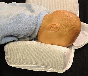 test ツイッターメディア - 「寝返りしたら窒息予防に寝返り防止クッション❤️」  というパパママへ!ブログ書きました。本当は危険な寝返り防止クッション。  https://t.co/dNit3O28f0 https://t.co/e7UzJD0jAj