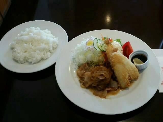 test ツイッターメディア - 19日のランチは同級生が夫婦で営む「キッチンひより」でいただきました。国道254号の下り車線、東武東上線つきのわ駅入口交差点から少し東松山IC方面に行った所にあるのです。ちなみに日替わりランチ豚肉生姜焼きとキスのフライをいただきました。 #家庭風洋食キッチンひより  #ひより #るまい https://t.co/TX2cGqKN8l