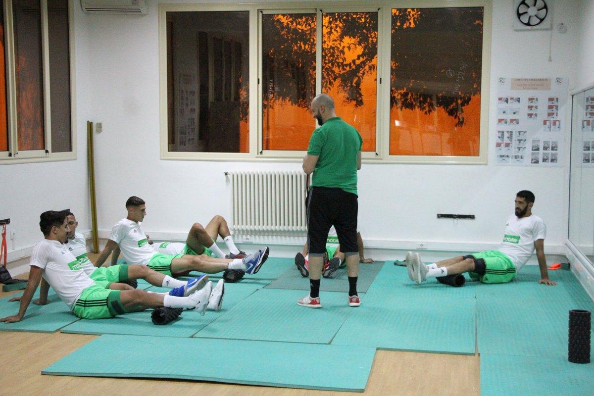بالصور: الخضر يجرون أول حصة تدريبية وهذا ما قام به بلماضي 5