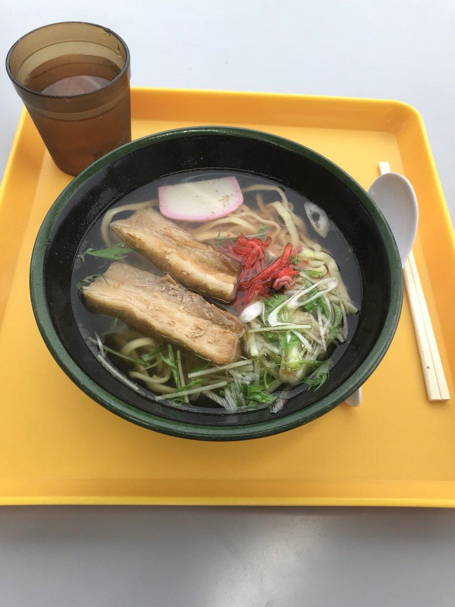 test ツイッターメディア - グリーントップご当地ラーメンフェア [最終日:沖縄そば]  満を持しての最終日は 50食限定沖縄そば まずは鰹節の風味が広がる スープがうまい 豚骨とのブレンドだが あっさりしている そして今回限りの平打ちもちもち麺 なんと言っても分厚い肉 値段が510円とフェア最高額だが とても美味しかった https://t.co/N6QOYTgz9j