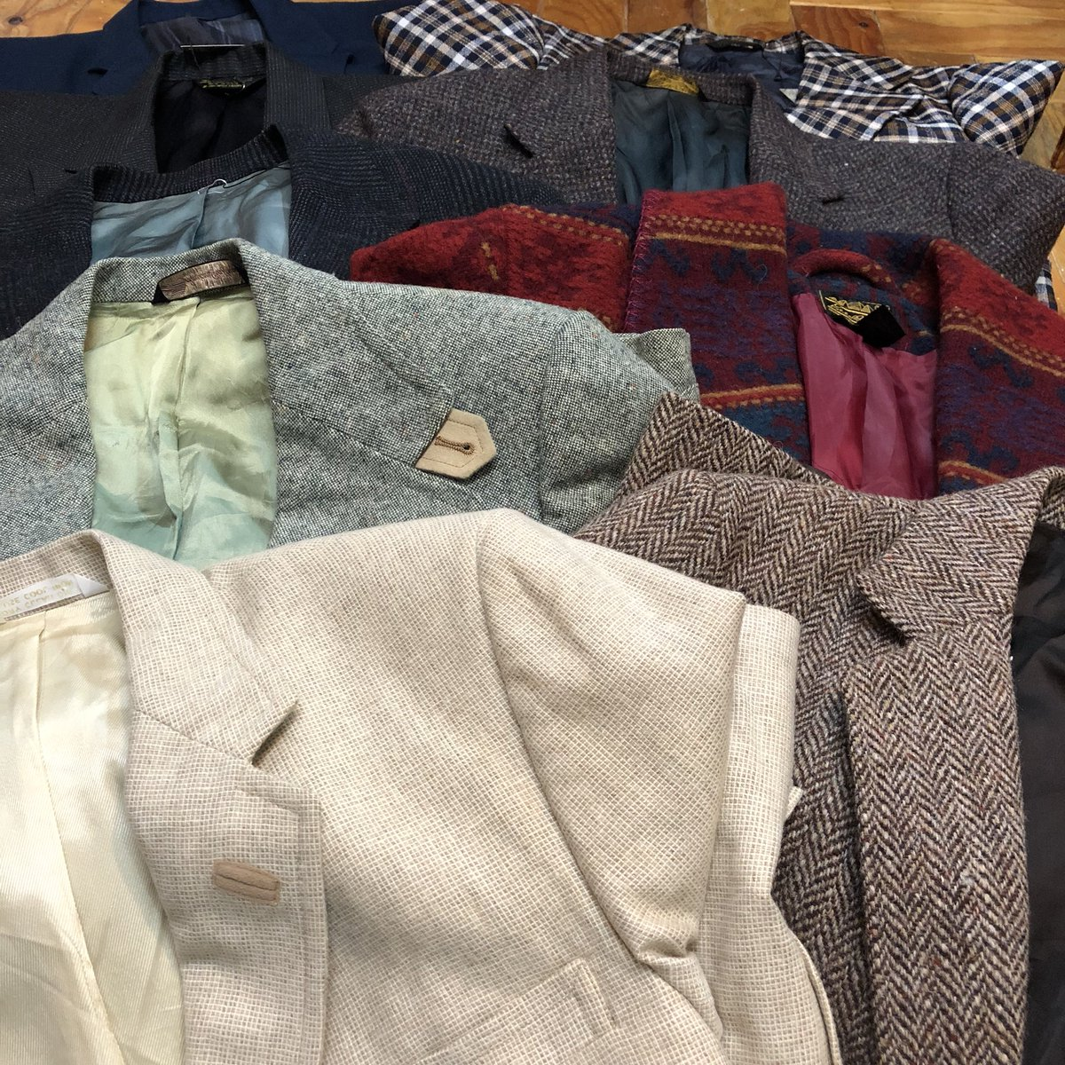 test ツイッターメディア - 週末追加。  70〜90's  tailored jacket  Harris Tweed Eddie bauer JC Penney Brooks Brothers  etc  店頭出しも少なくなってきたんでババっと追加して〼  #jacket #volar #used #古着 https://t.co/qKWKnU5sa4